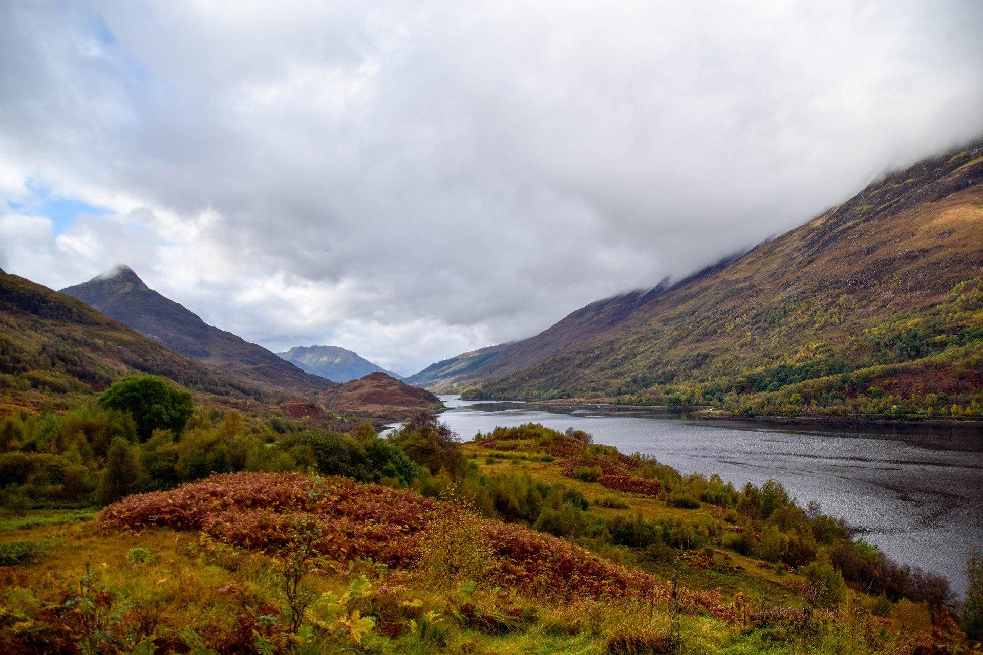 Autumn-river-valley