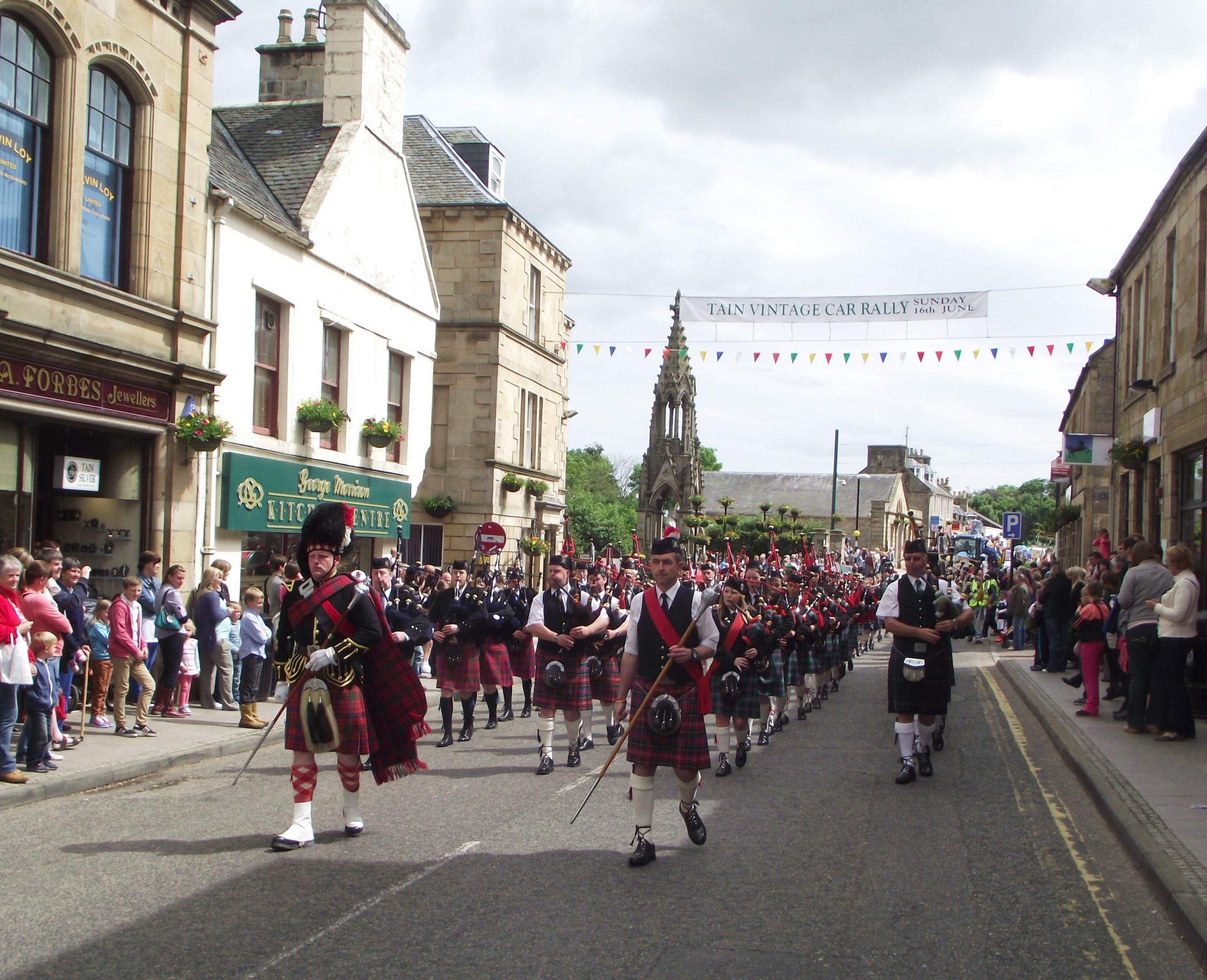 Dufftown-pipers-copyright-Dave-Conner