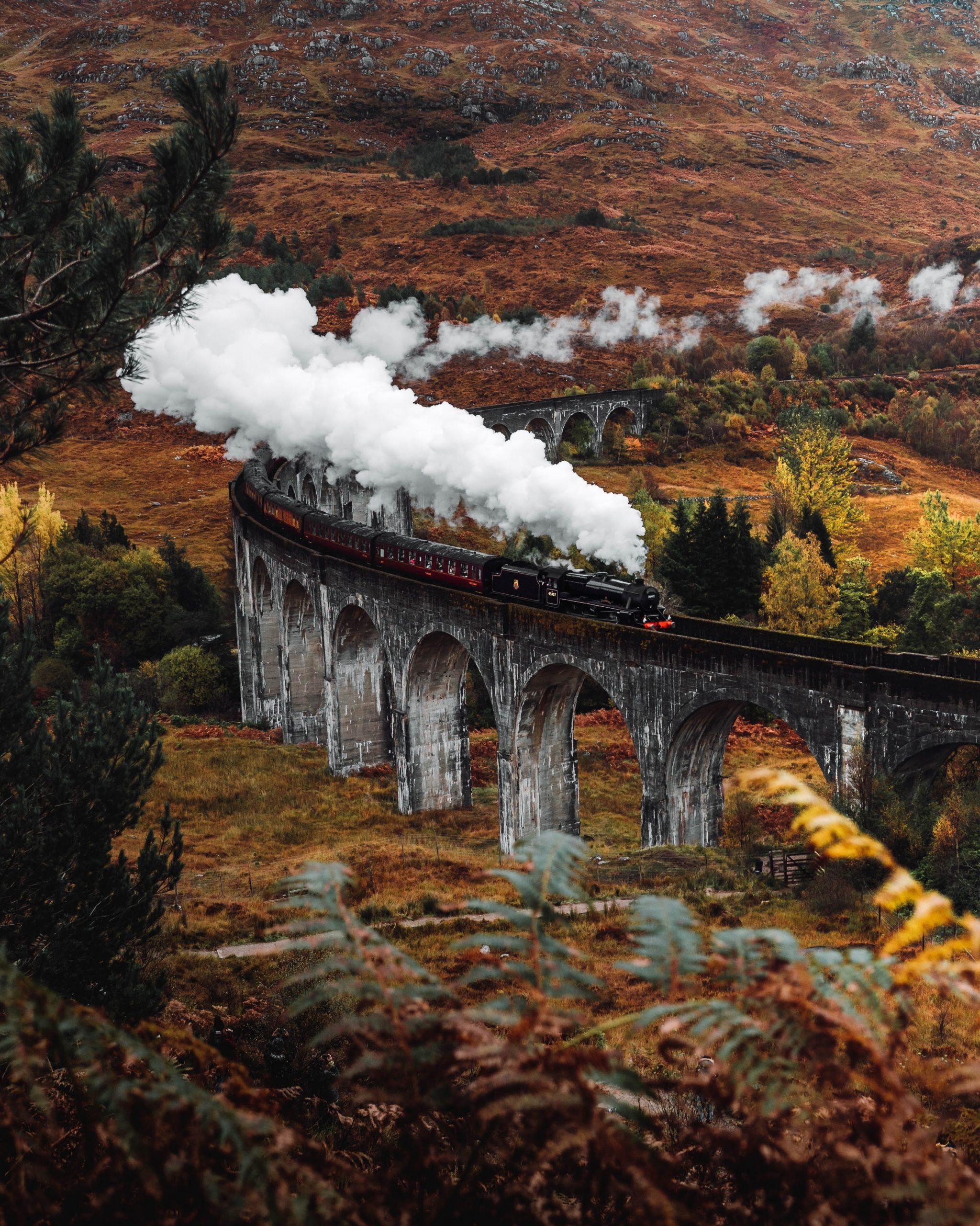 Glenfinnan-steam-train-in-autumn